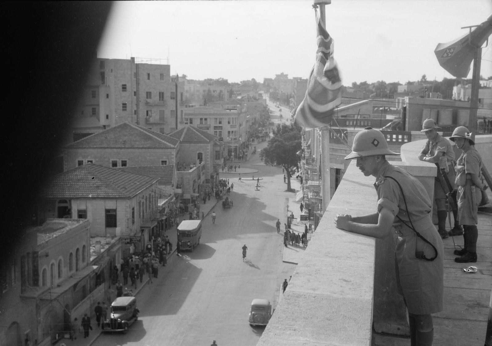 10. Войска на крыше офиса окружного комиссара