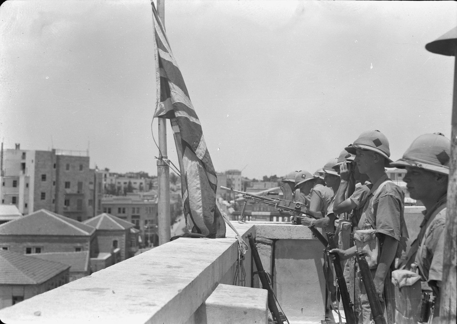 11. Войска на крыше офиса окружного комиссара