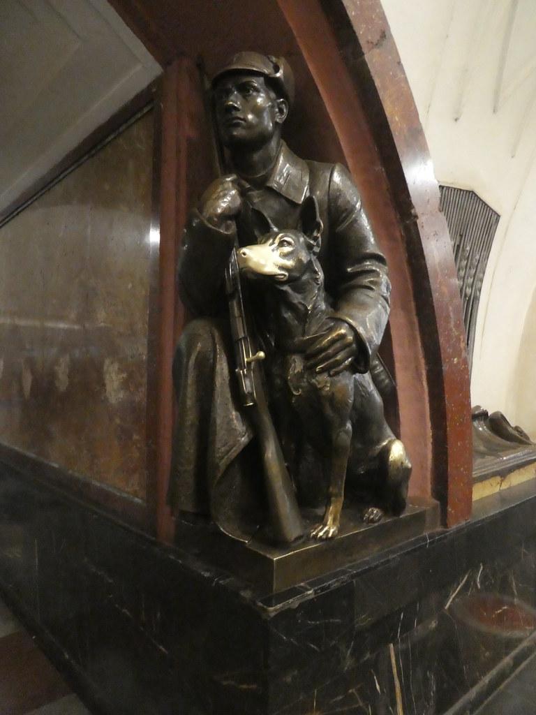 Bronze statue in Ploshchad Revolyutsii Station, Moscow