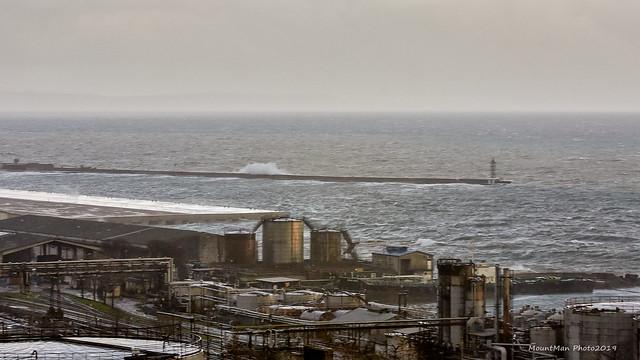 Razbijanje valova o stijene i obalu 21. 12. 2019. (2)
