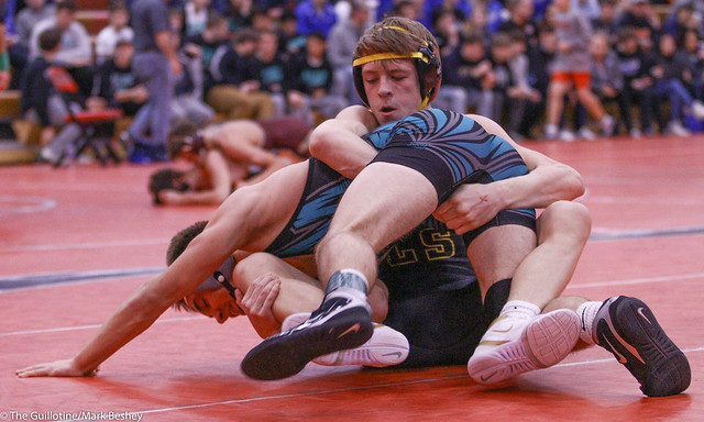138 Semifinal - Brett Willaby (Windom-Mountain Lake) 6-1 won by decision over Blake Vagle (New London-Spicer) 14-4 (Dec 6-2) - 191221amk0015