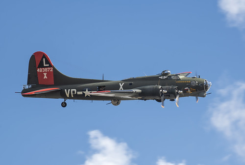 Boeing B-17G Starting to Bank