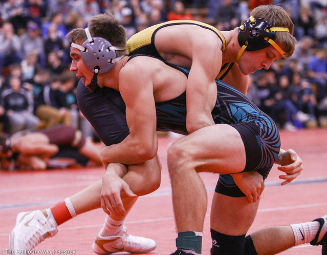 138 Semifinal - Brett Willaby (Windom-Mountain Lake) 6-1 won by decision over Blake Vagle (New London-Spicer) 14-4 (Dec 6-2) - 191221amk0013