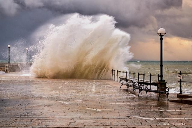 Razbijanje valova o stijene i obalu 21. 12. 2019. (5)