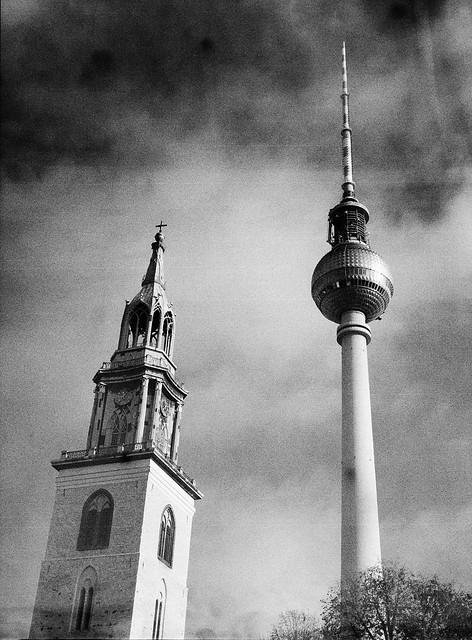 Caffenol: Berlins Fernsehturm og tårnet på Marienkirche