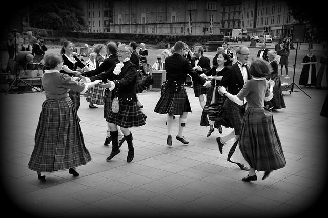 danza (folk dance)