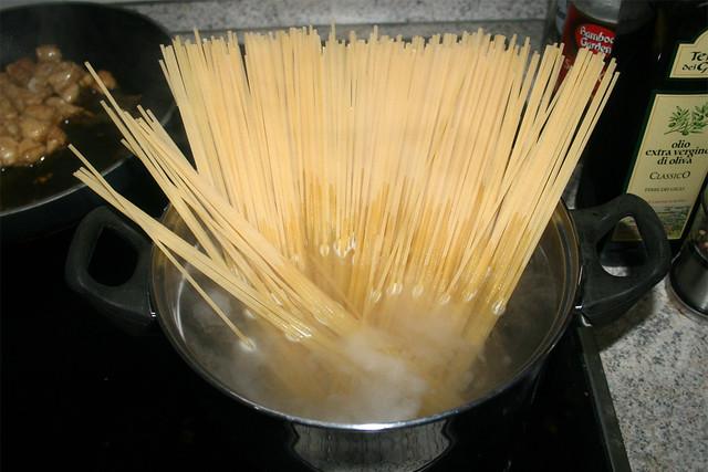 18 - Nudeln kochen / Cook noodles