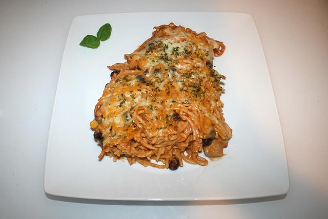 40 - Spaghetti pasta bake with chipotle honey lemon chicken - Served / Spaghettiauflauf mit Chipotle-Honig-Limonen-Hähnchen - Serviert