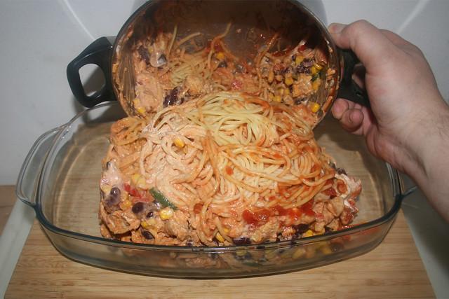 32 - Topfinhalt in Auflaufform geben / Put pot content in casserole