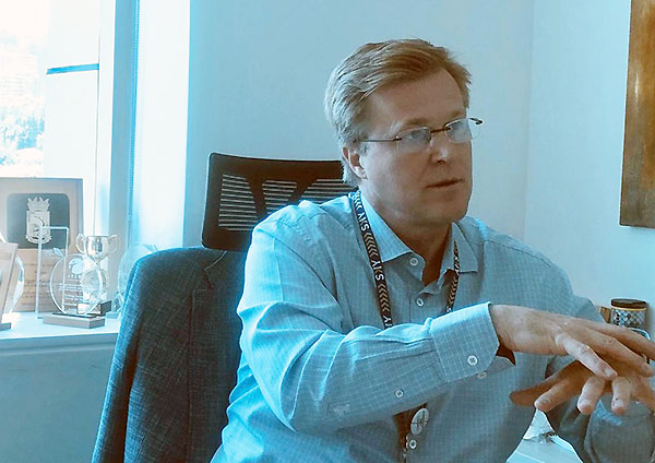 Holger Paulmann escritorio (SKY)