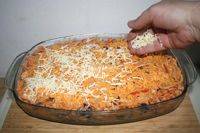 34 - Mit restlichem Käse bestreuen / Dredge with remaining cheese