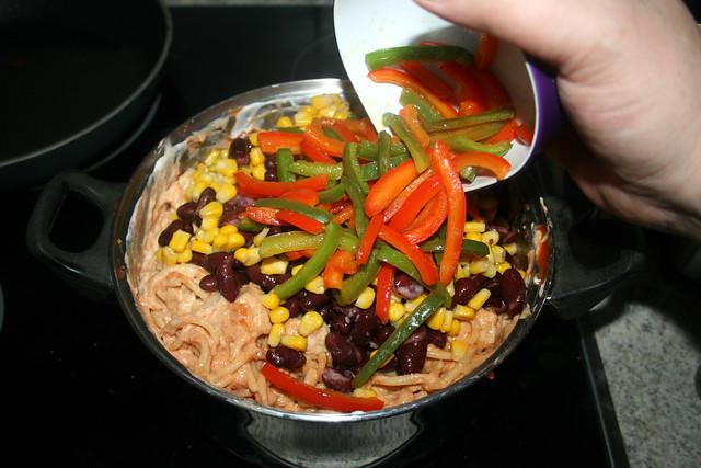 29 - Mais, Bohnen & Paprika hinzufügen / Add corn, beans & bell pepper