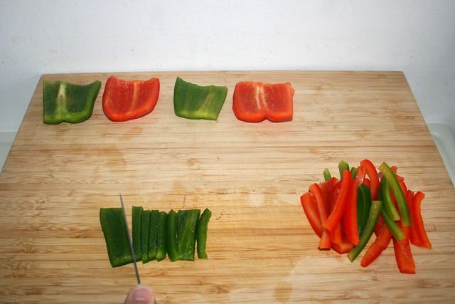 11 - Paprika in Streifen schneiden / Cut bell peppers in stripes