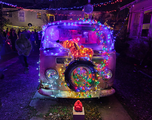 37th Street Lights-VW Bus and Buddha  December 2019 (2 of 1)