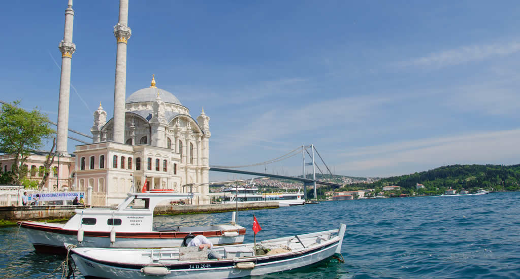 Bezienswaardigheden Ortaköy, Istanbul: Büyük Mecidiye Camii moskee | Mooistestedentrips.nl