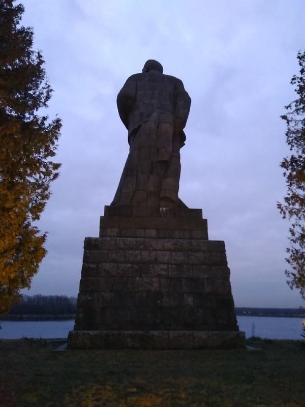 Статуя Ленина в Дубне
