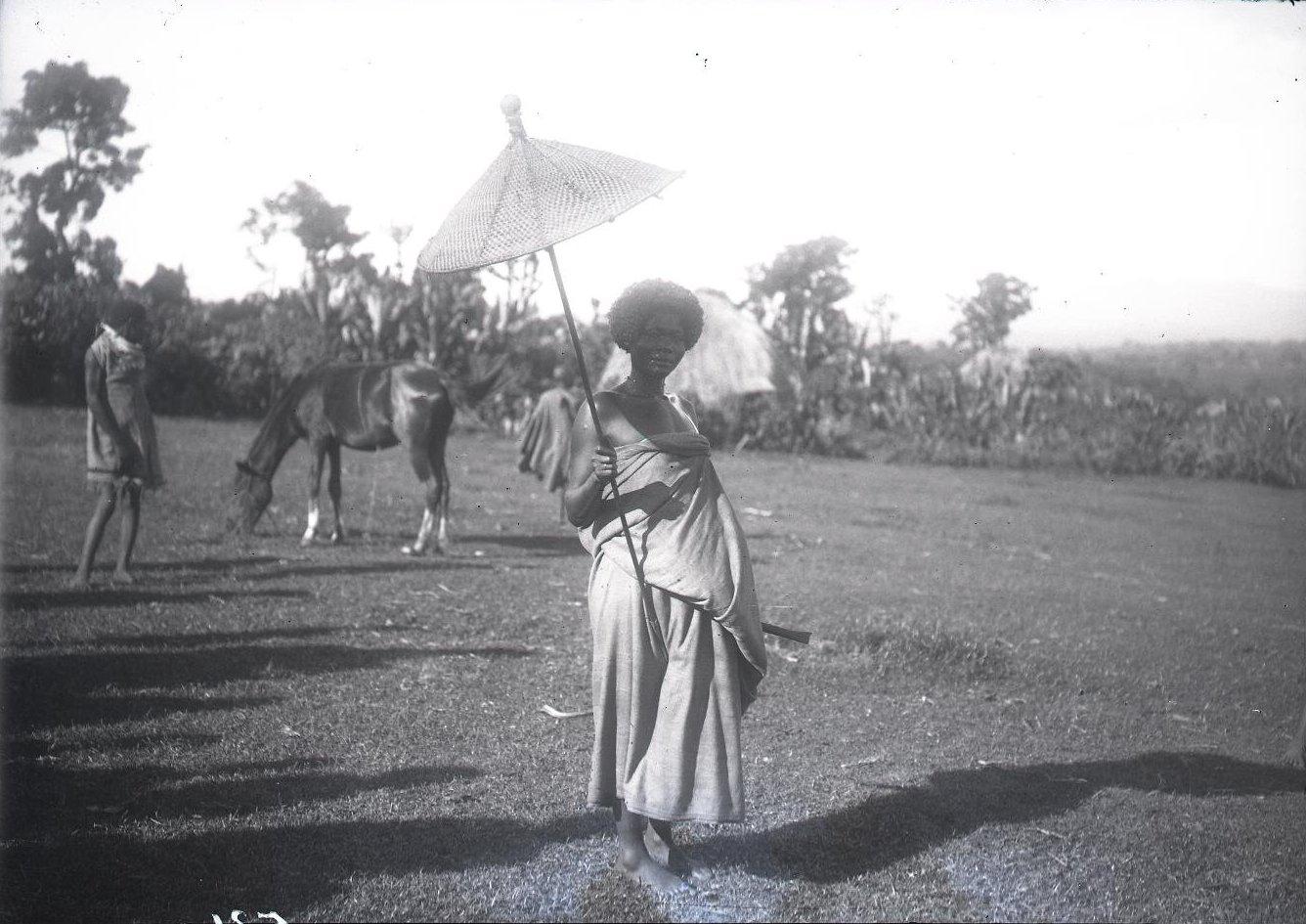 532.Женщина под зонтиком