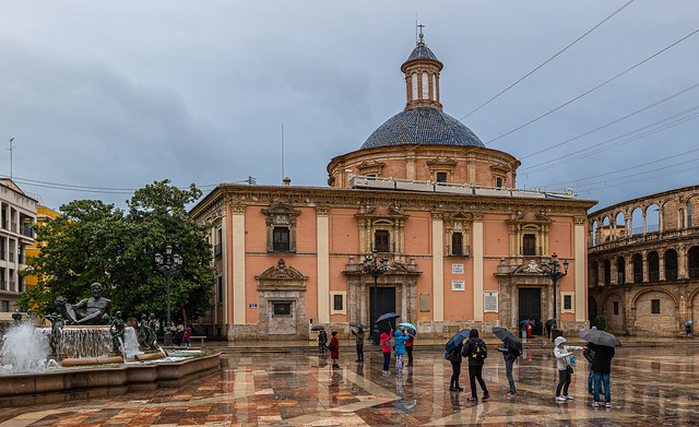 A Rather Damp Plaza de Virgin (Valencia) (Panasonic Lumix  DC-S1 & Lumix S 24-105mm F4 Zoom) (1 of 1)