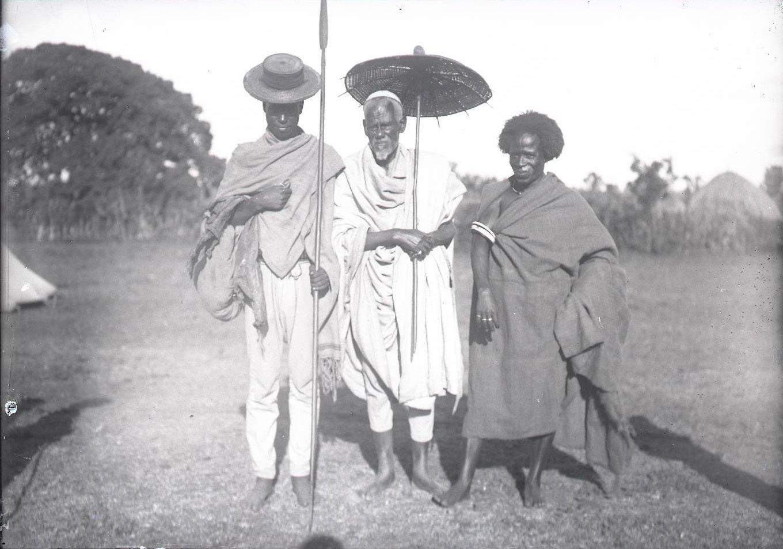 533. Группа мужчин из провинции Уолама