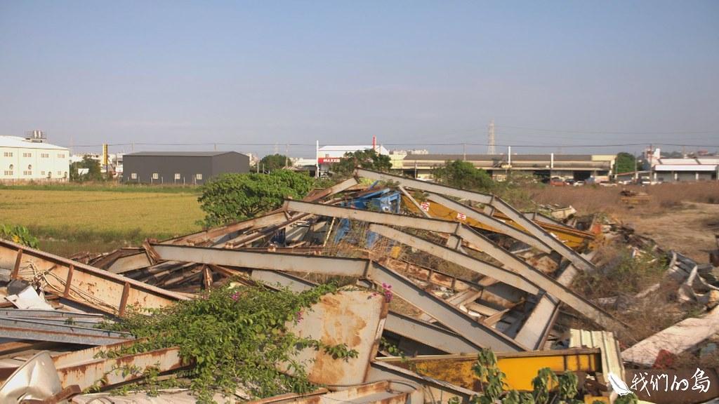 台灣許多農地,被填埋有害廢棄物或遭到重金屬污染,無法耕種。