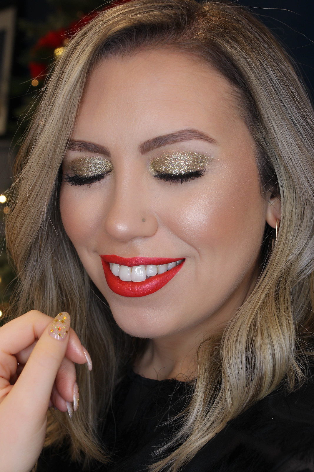 Step-by-Step Gold Glitter Eye Makeup Tutorial with NYX Glitter Primer