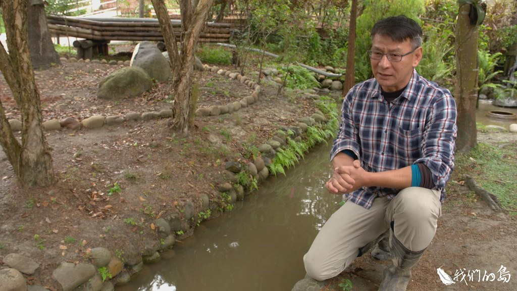 俊銀過去推動地方社區發展工作,在大村農地旁的山坡上,建立一座花樹銀行。