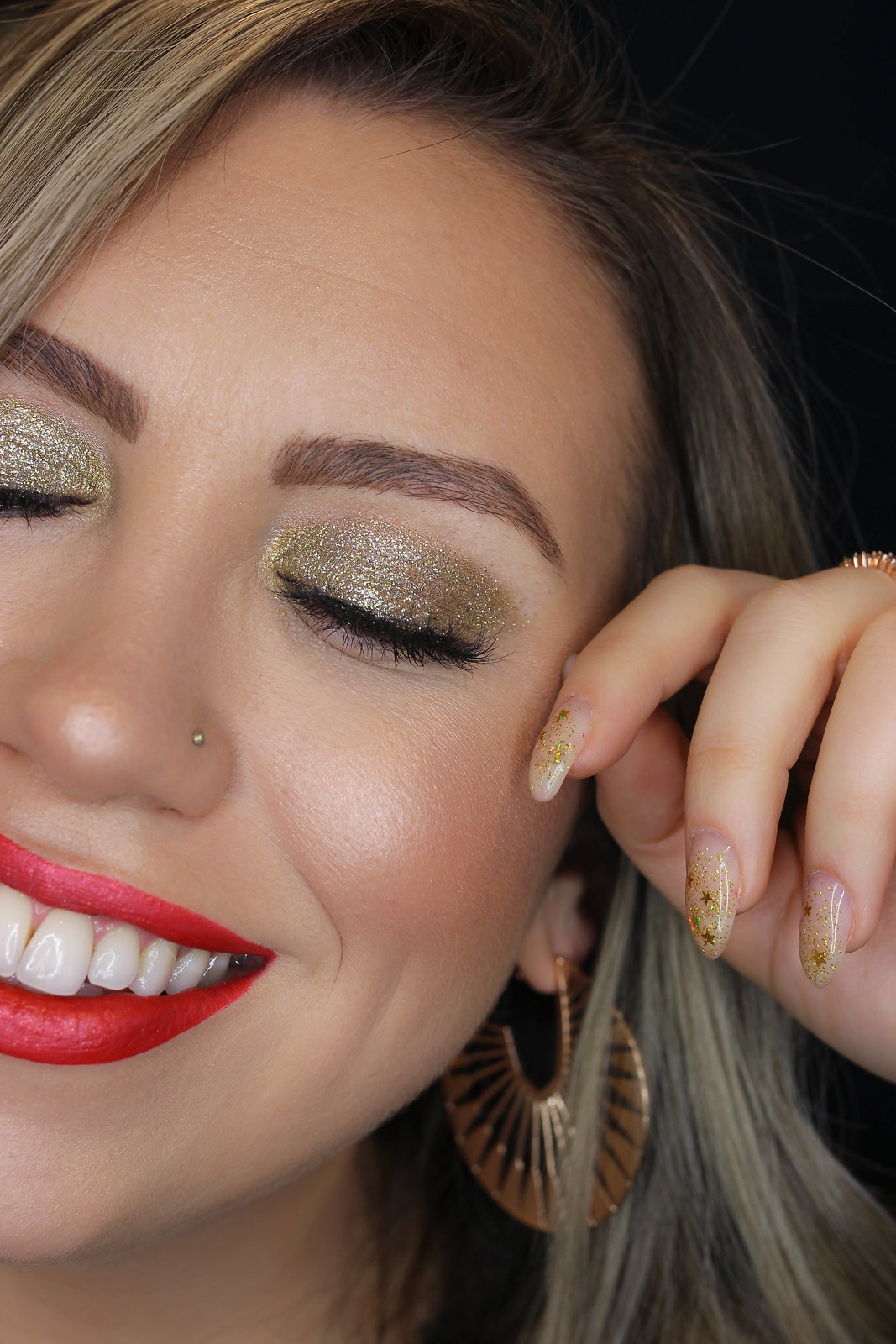 Gold Glitter Makeup Tutorial | How to Apply Gold Glitter Eyeshadow