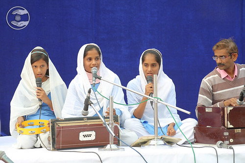 Devotional song by Sewa Dal volunteers