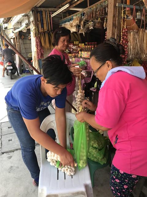 Garlic vendors, Pozorrubio, Pangasinan