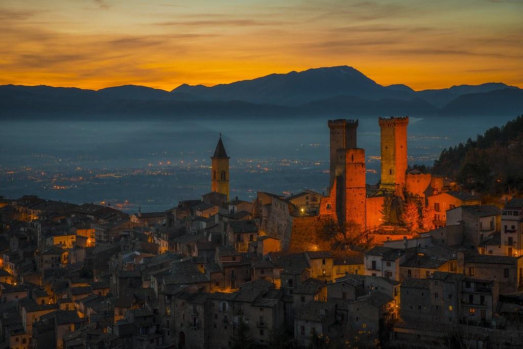Pacentro (Aq).. #sunset #tramonto #colori #majella #abruzzo #borgo #italia #laquila #mountain #castle #castello #nikon #picoftheday #art #photographer #photooftheday