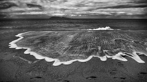 ~photography ~effect panorama ~angleofview frontview ~orientation landscape ~typeofphotography landscapephotography ~what ~land coast shore ~waterelements breakingwave 23mm beach blackwhite captureone coastline fujix100s mirrorless monochrome nature newzealand outdoors sand seascape water x100s