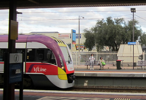 V/Line train at Werribee (August 2012)