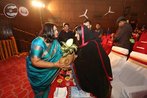 The Principal Dr Sarita Pande welcoming Satguru Mata Ji