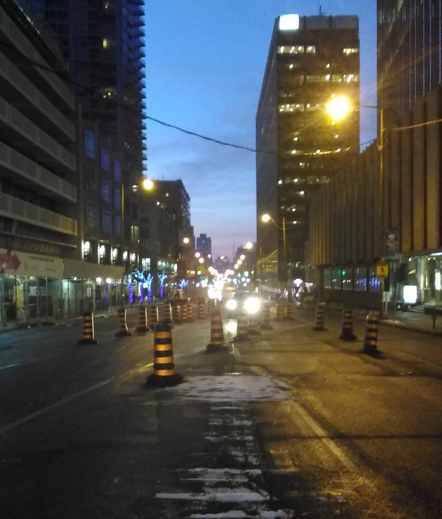 South down Yonge, Sunday morning #toronto #yongeandeglinton #yongestreet #lights #morning #latergram