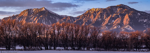 sunrise bearpeak greenmountain flatirons bouldercolorado winter snow willowstems