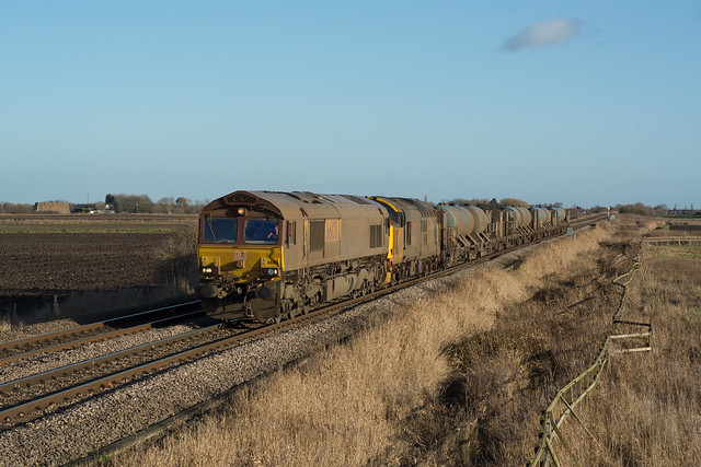 66108/37409 Oldeamere 23/12/19 - With the East Anglia RHTT season over for another Autumn, DRS Loanee 66108 and 37409 make a filthy pairing as they head for York Thrall Europa.  The consist is captured at Oldeamere, between March and Whittlesey.