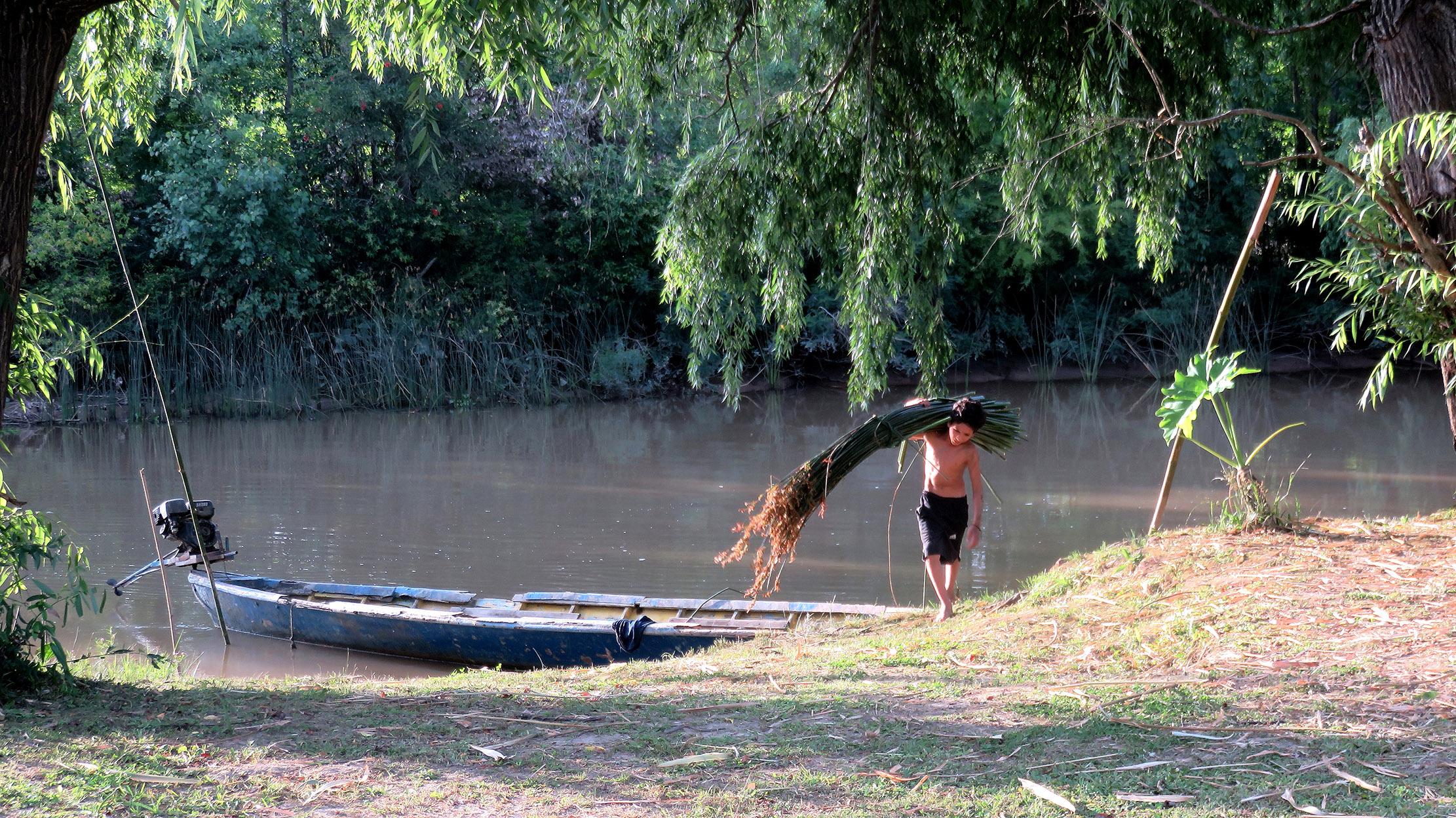 Descargando la canoa