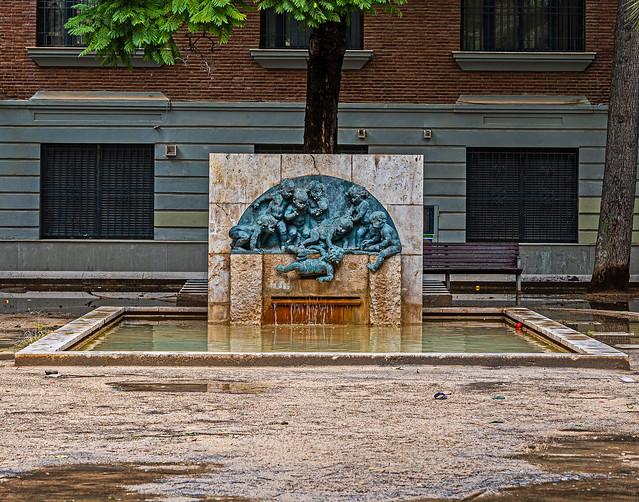 Fountain (Plaza del Carmen - Barrio del Carmen - Valencia) (Panasonic Lumix  DC-S1 & Lumix 24-105mm F4 Zoom) (1 of 1)