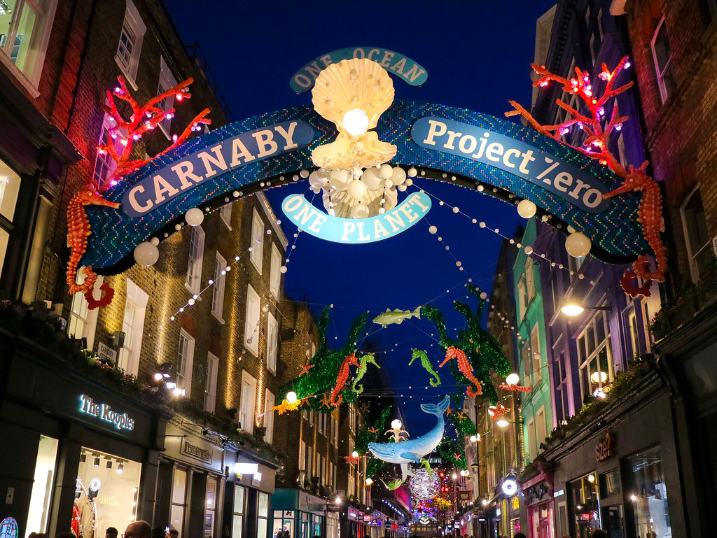 Decoración Canarby street, imprescindible en una ruta a pie por el centro de Londres