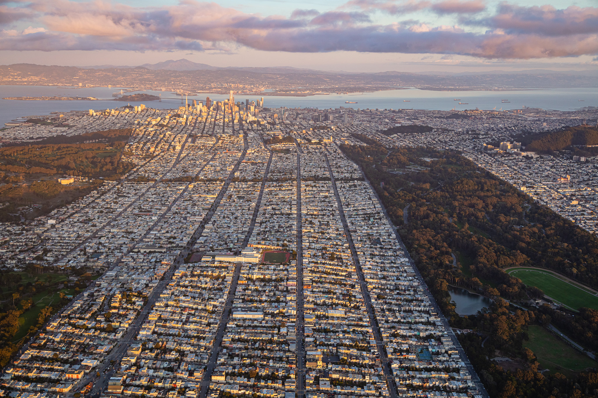 Aerial shot of the rigid grids of Richmond District leading up to downtown San Francisco [2048×1365]
