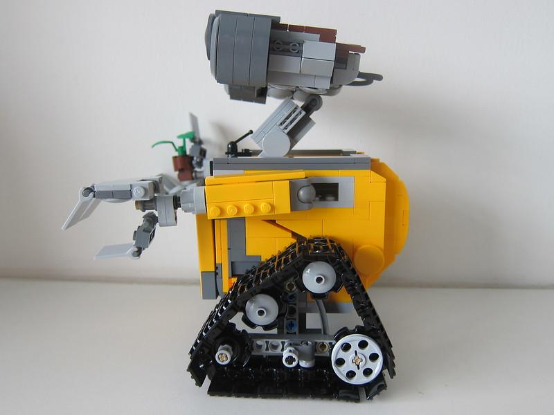LEGO IDEAS Wall-E 21303 - Left