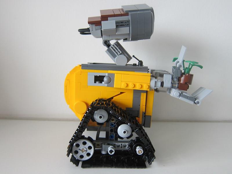 LEGO IDEAS Wall-E 21303 - Right