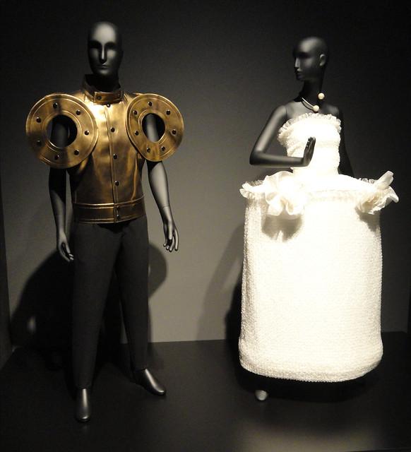 L. : Jacket with disc sleeves detail / Jacke mit Scheibendetail (1994) R. : Wedding dress / Brautkleid / trouwjurk (2011), Pierre Cardin