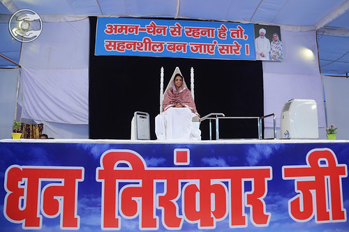 Satguru Mata Ji gracing the sacred dais