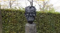 2005 Berlin Friedensnobelpreisträger Willy Brandt (1913-1992) Büste von Burkhard Mohr Eisen geschmiedet Garten der Landesvertretung Niedersachsen u. Schleswig-Holstein In den Ministergärten 8-10 in 10117 Mitte