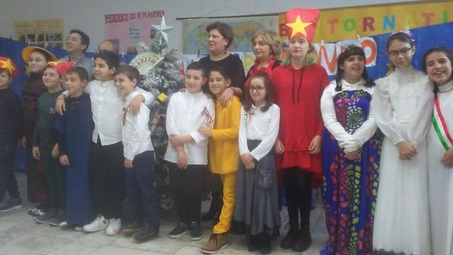 """Gioia del Colle: """"Natale giramondo"""" V C scuola Mazzini"""
