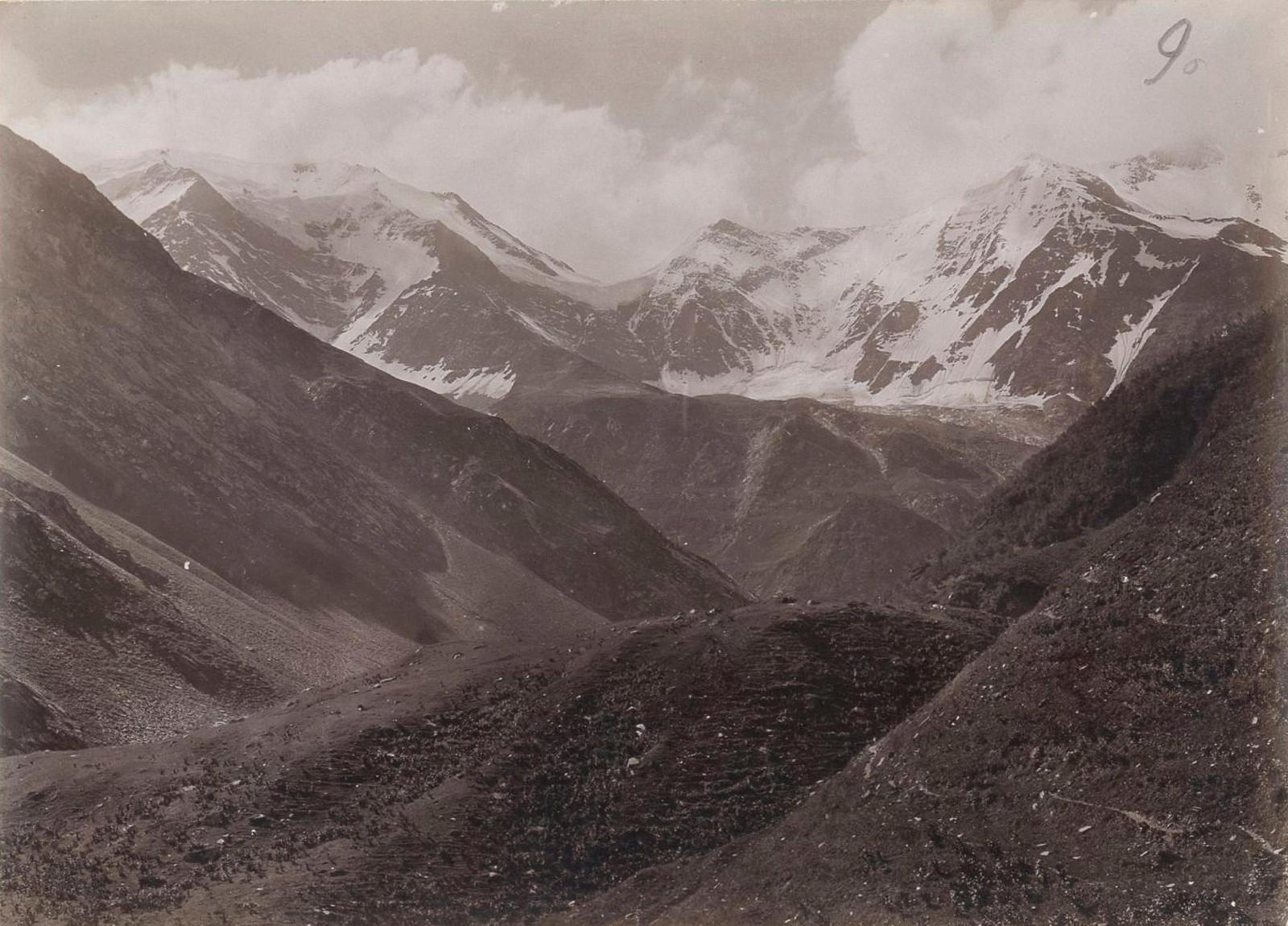 20. Восточный Кавказ. Ледники Диклосмта, взятые в верховьях долины Харгабе-ахк. июль