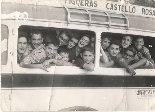 Bordegassos emtaforts dins d'un autobús