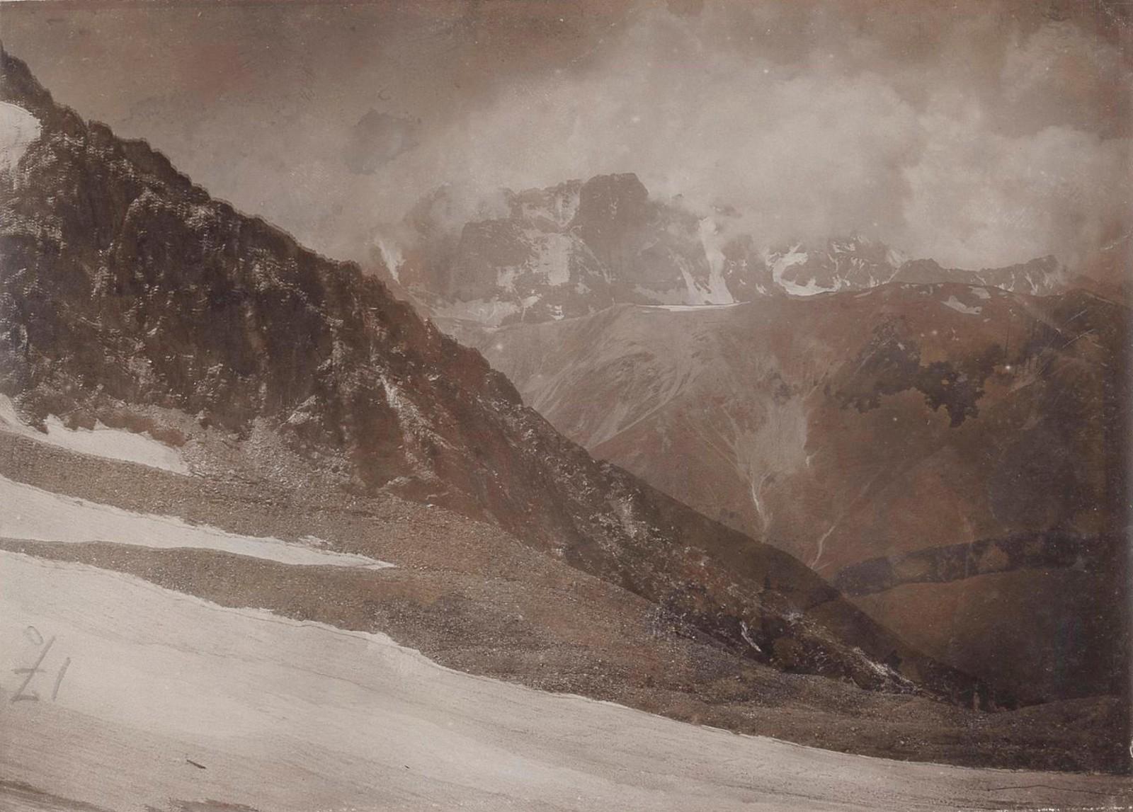 28. Восточный Кавказ. Хевсурские Альпы. Горный массив Чаухи с перевала Инквари-геле (3400 м). Август