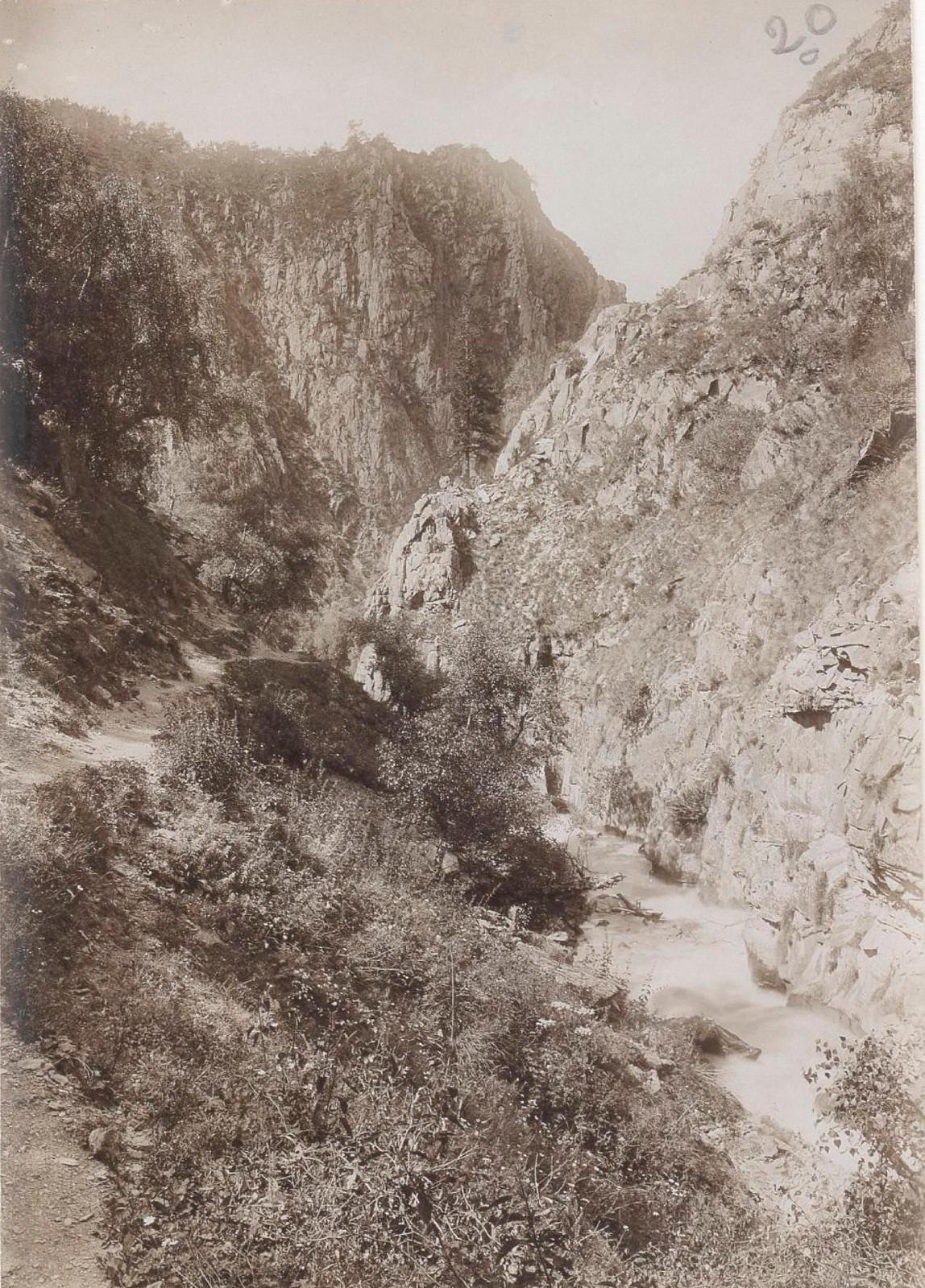 26. Восточный Кавказ. Хевсурские Альпы. Ущелье Хонис-чали. Август